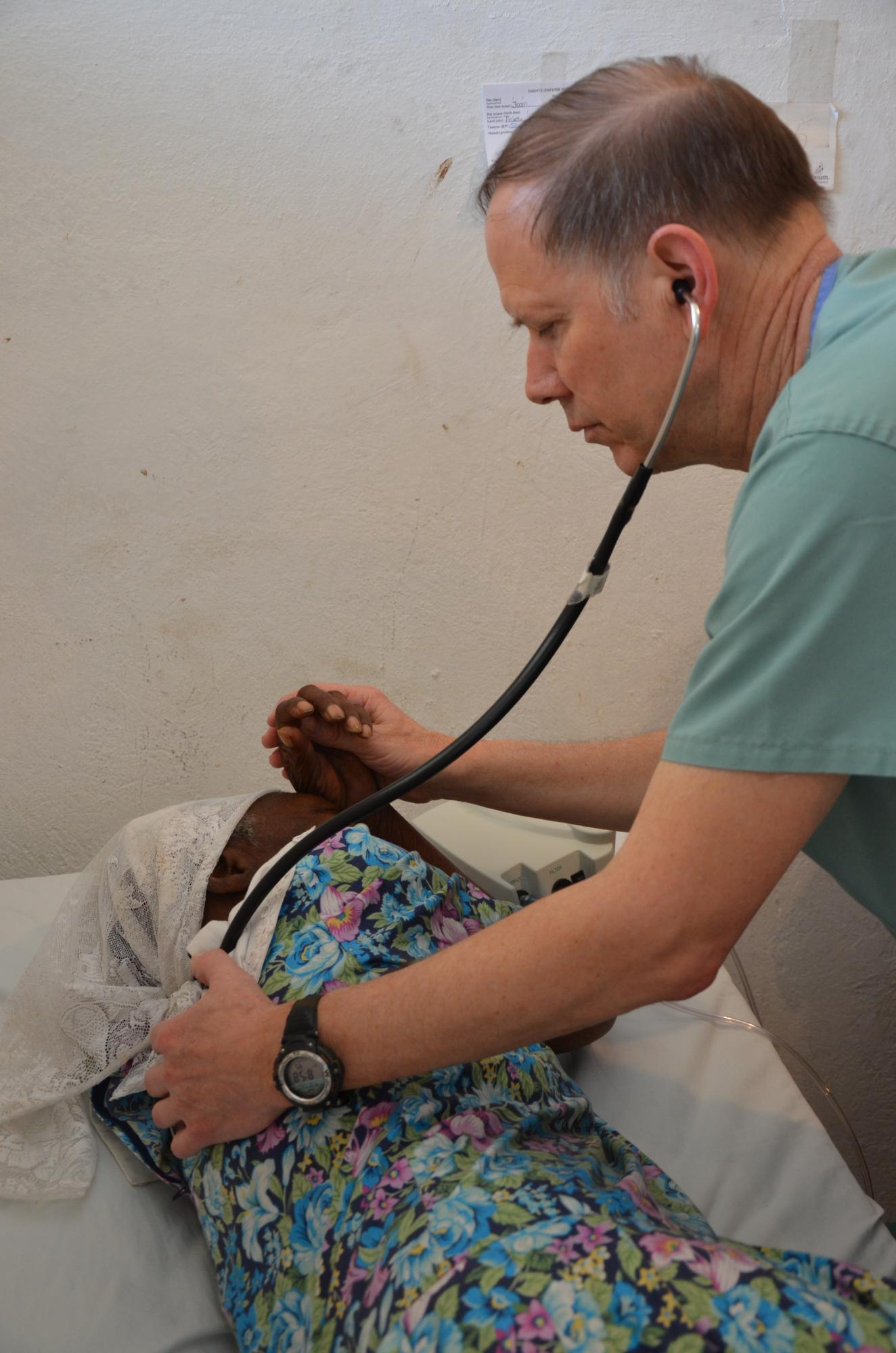 Haiti2013_Dr_Bill_Cook__w_pt__compassion_lung_exm_735.jpg